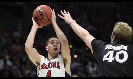 Sweet 16: McConnell leads Arizona past Xavier