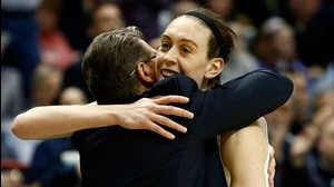 Elite Eight: UConn takes control late