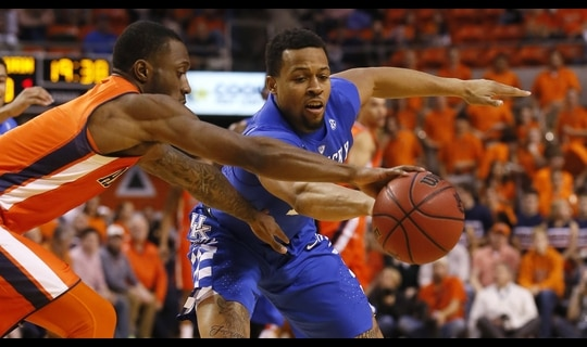 Men's Basketball: Auburn upsets Kentucky