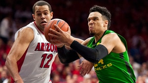 Men's Basketball: Oregon Ducks beat Arizona Wildcats