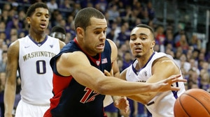 Arizona defeats Washington 77-72