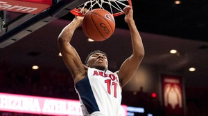 Men's Basketball: Arizona defeats UCLA 81-75