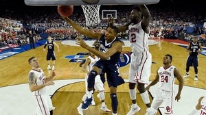 Final Four: Villanova rolls past Oklahoma