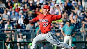 CWS Finals: Arizona defeats Coastal Carolina in Game One