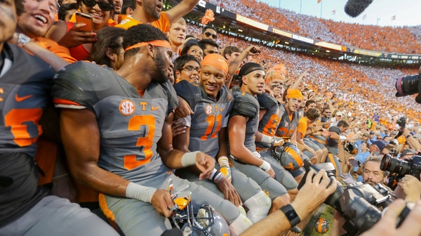 College Football: Tennessee outlasts Florida in this week's Social Rewind