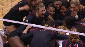 2016 DI Women's Volleyball: Stanford rallies to beat Wisconsin
