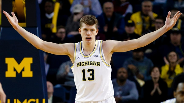 DI Men's Basketball: Michigan upsets Wisconsin