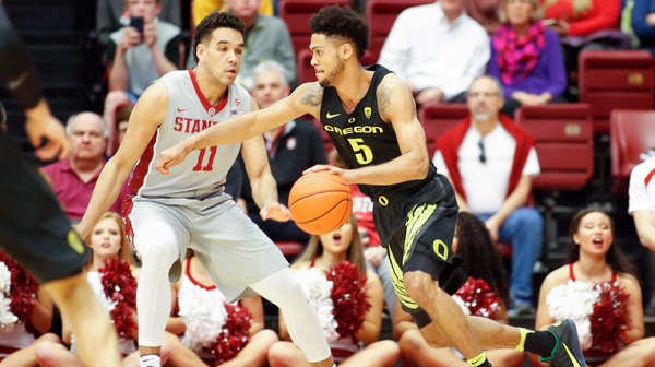 Oregon edges out Stanford 75-73