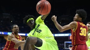 'Second Round: Baylor holds off USC' from the web at 'http://i.turner.ncaa.com/ncaa/big/2017/03/20/1305698/1489977621105-mbk_303_usc_baylor_1920.jpg-1305698.300x168.jpg'