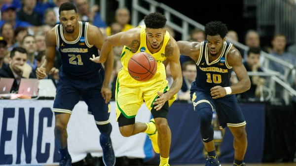 Sweet 16: Oregon survives against Michigan