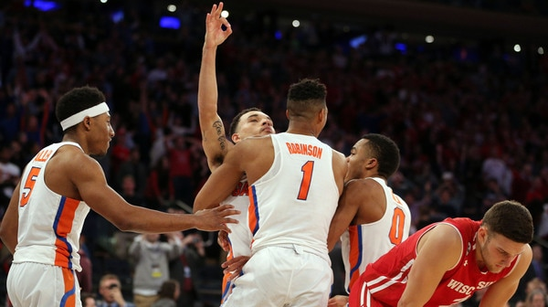 Buzzer beater sends Florida to Elite Eight