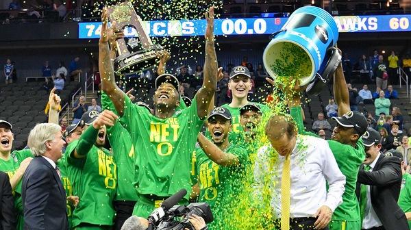 Elite Eight: Oregon thumps Kansas