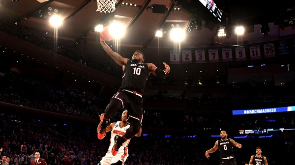 Best Dunks from Sunday's Elite Eight action