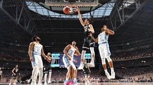 'Best Dunks from the National Championship' from the web at 'http://i.turner.ncaa.com/ncaa/big/2017/04/04/1343114/1491282891024-0403_dunks_1920.jpg-1343114.300x168.jpg'