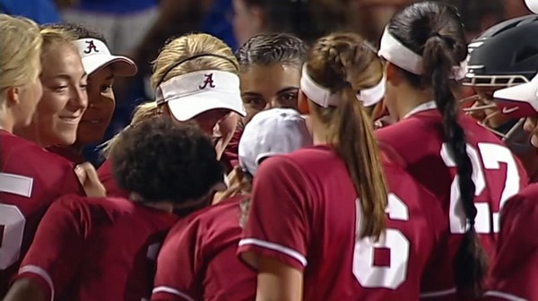 DI Softball: Alabama defeats Florida in Game 1