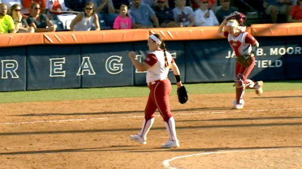 DI Softball: Sooners stun Tigers in Game 1