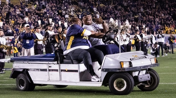 College Football: Marshawn Lynch gets honored in this weeks Social Rewind