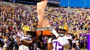 College Football: LSU slides past Arkansas