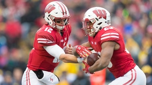College Football: Wisconsin remains undefeated