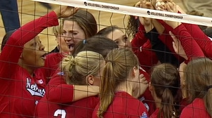 2017 DI Women's Volleyball: Nebraska comes back to beat Penn State, 3-2