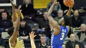 Kentucky avoids Vanderbilt upset, 74-67
