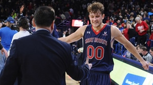 Jock Landale leads Saint Mary's to 74-71...