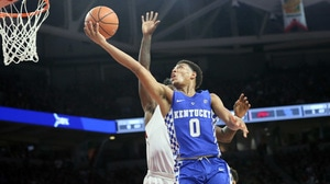 Kentucky avoids Razorback attack on the road