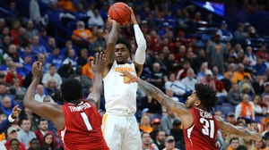 Tennesse has a near perfect first half against Arkansas and gets the win