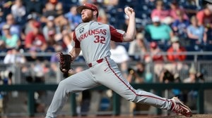 Arkansas jumps on Texas Tech early, wins 7-4